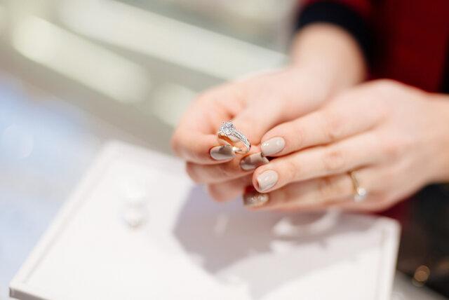 ジュエリーショップで売られるダイヤモンドリング
