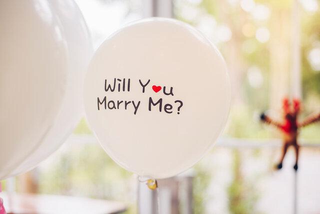 風船に書かれたプロポーズの言葉