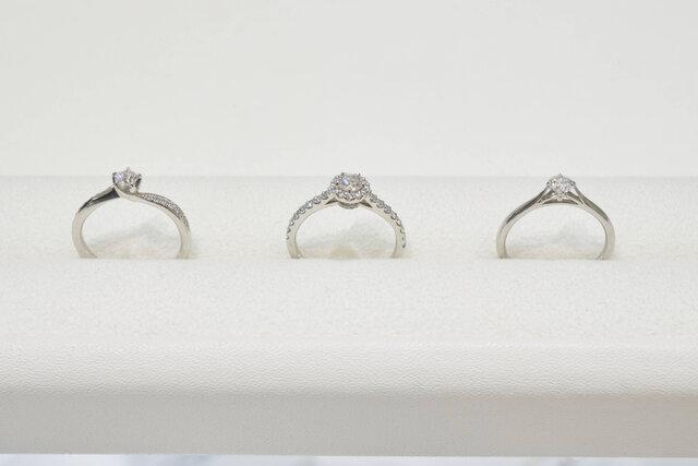 フェスタリアの指輪が3つ横に並んでいる様子