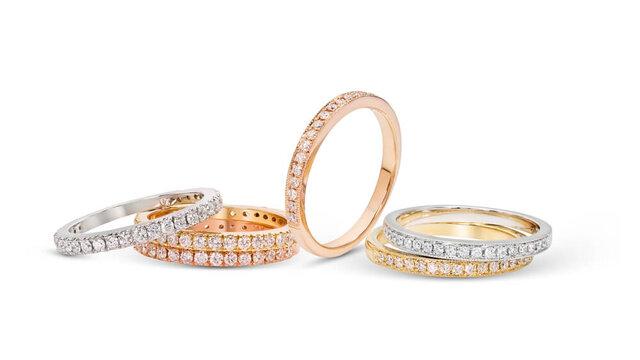 さまざまな素材の指輪