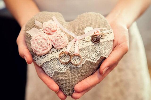 ハートのリングピローと結婚指輪