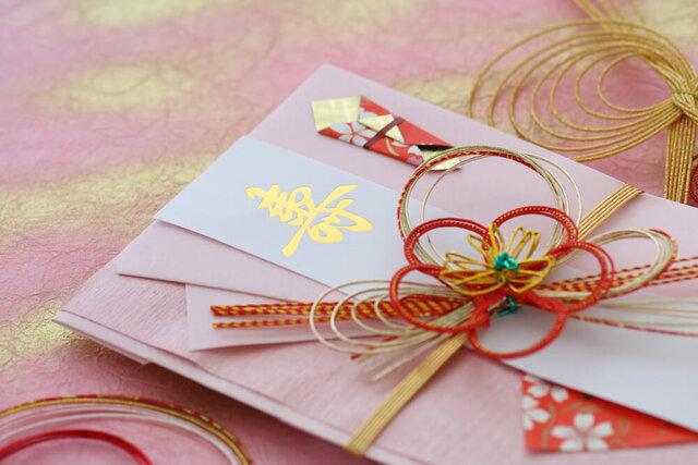 ピンク色のご祝儀袋