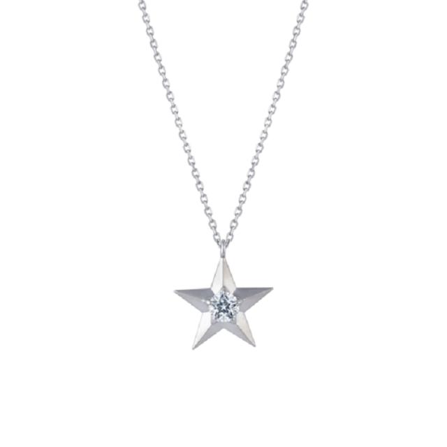 キュービックジルコニアが星の中央を彩るネックレス