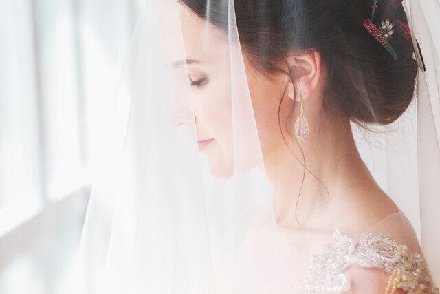 ベールをかぶった花嫁