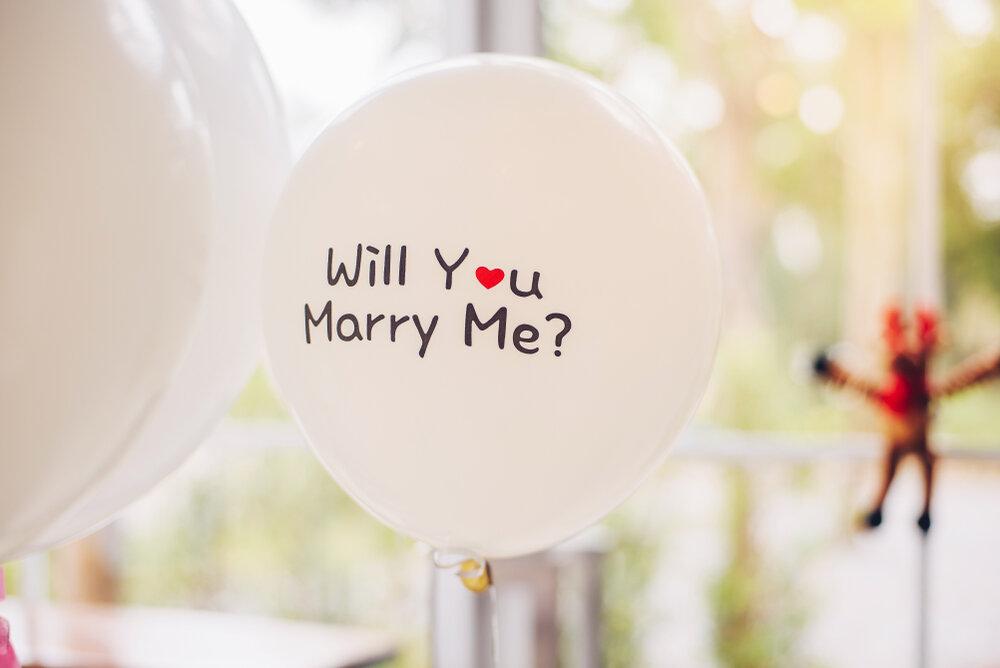 プロポーズの言葉が書かれた風船