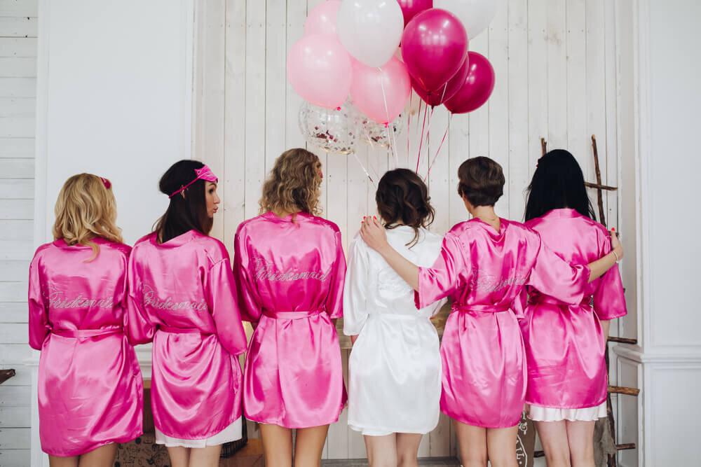 パーティーをする女性たち