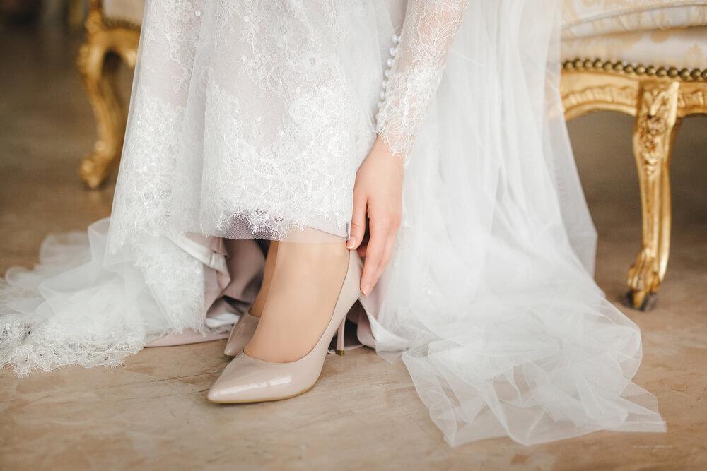 靴を履く花嫁