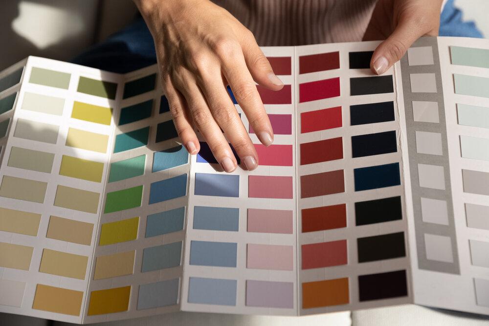 カラーチャートから色を選ぶ手