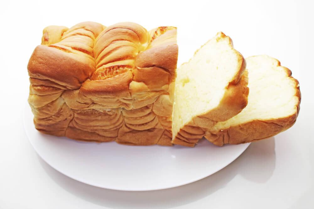 切られたデニッシュ食パン