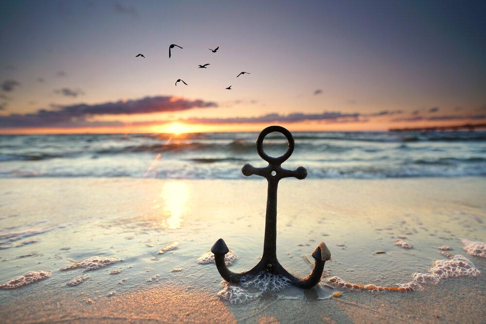 海に置かれた錨