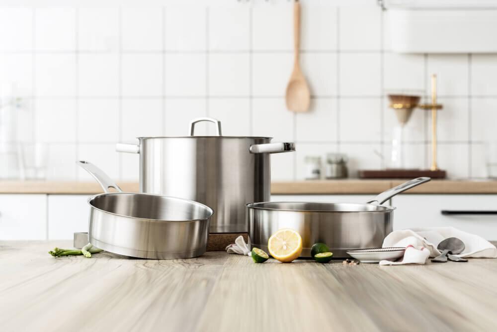 テーブルの上の鍋
