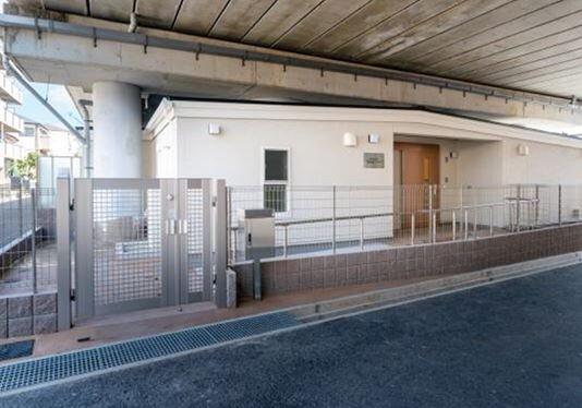 三井ホームなど/阪神高架下の空間利用 木造の学童保育を開業