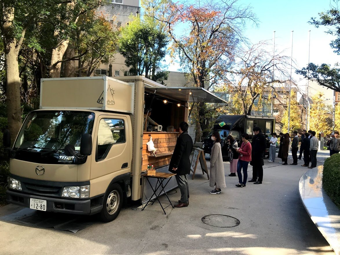 飲食店のキッチンカー(移動販売)が主流に!開業する人への救済・支援方法