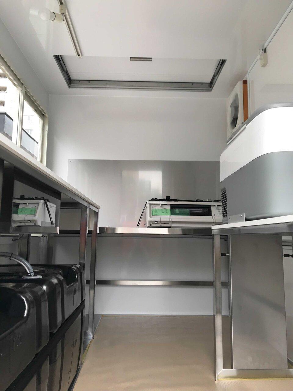 キッチンカー(フードトラック)の内装