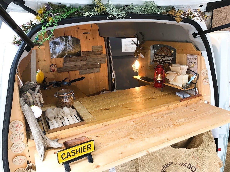 キッチンカー(移動販売車)の内部