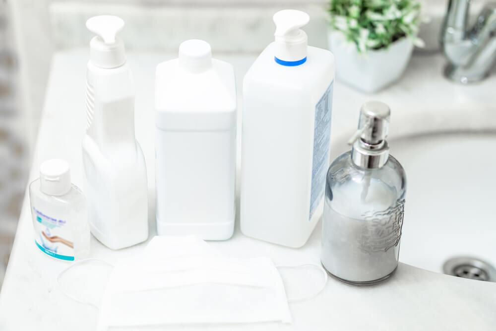 消毒液とハンドソープのボトル