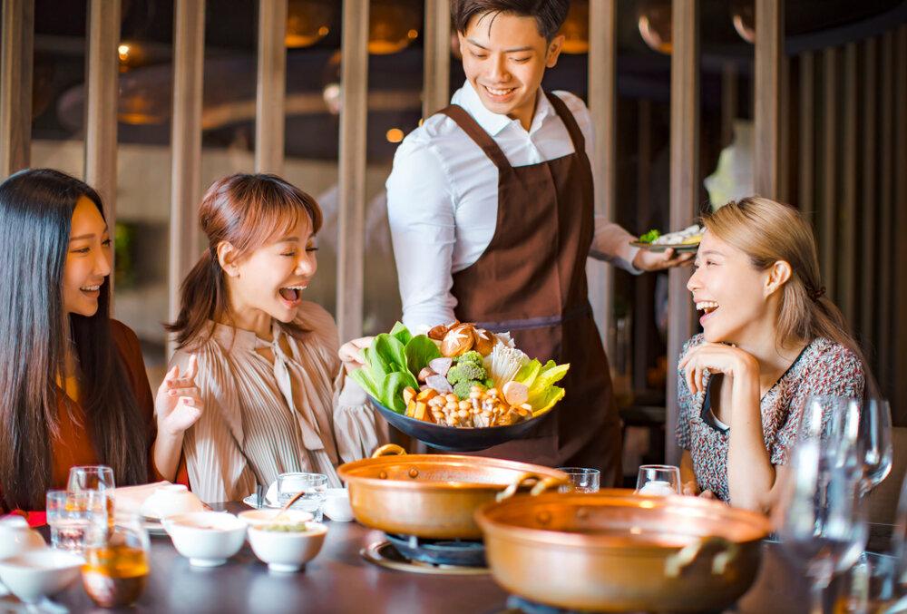 若い女性に人気の鍋レストラン