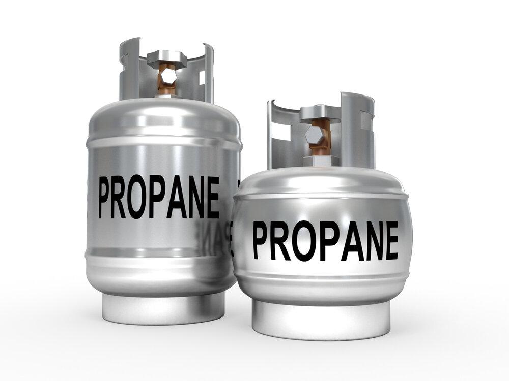 容器サイズの異なる2つのプロパンガスボンベ