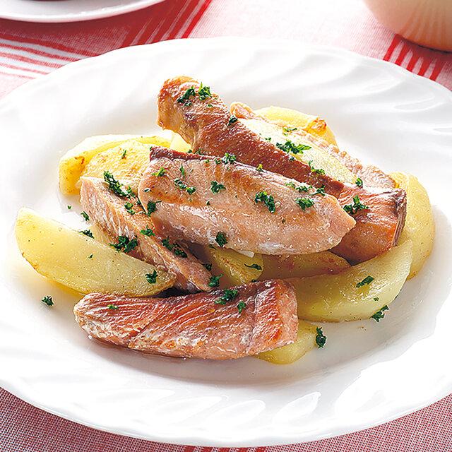 鮭とじゃがいもの塩バター炒め