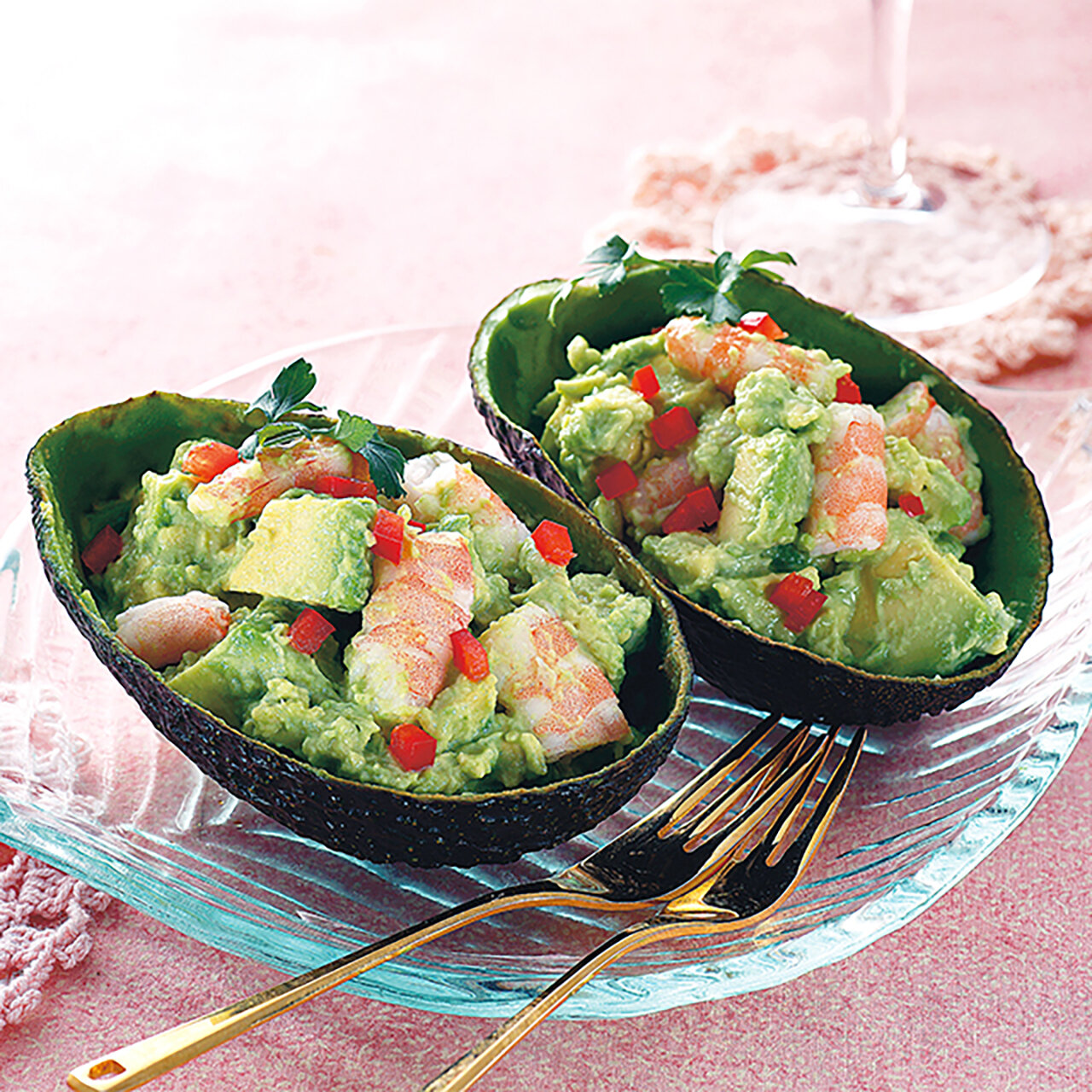 えびとアボカドのカップサラダ