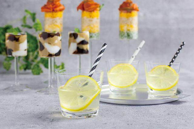 手作りレモンシロップでレモネード