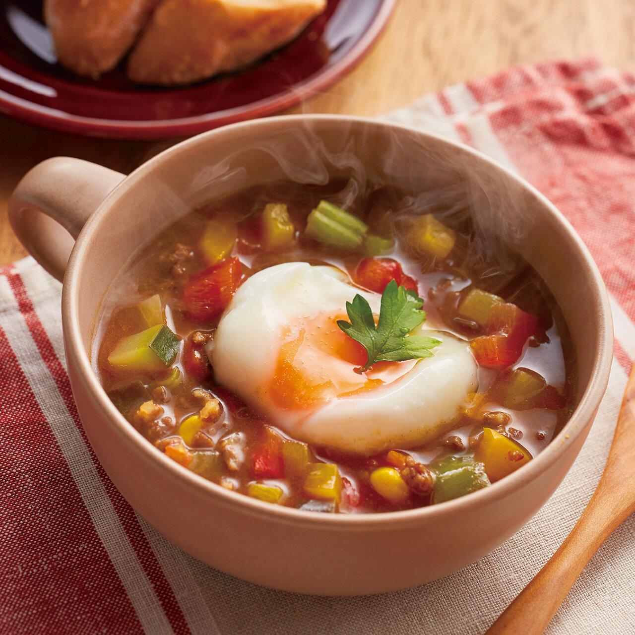 カレースープの半熟玉子のせ