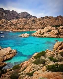 セレブ御用達!イタリアにある歴史・自然が調和した美しい【サルデーニャ島】の魅力