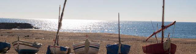 憧れの地中海を満喫。バルセロナから1時間以内のイケてるビーチまとめ (1581)