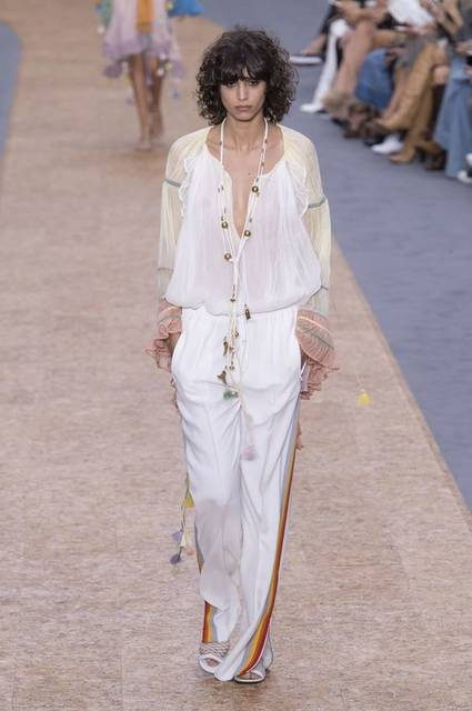 You Can Bet Zara Will Knock Off Chloé's Track Pants This Spring | トラック、春、Chloe (15994)