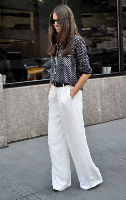 Slouchy pajama print top paired with flared white trousers. #casual #chic #streetstyle | Nº102 Mode | Pinterest | かわいい夏服コーデのアイデア、ズボン、パンツ (19228)