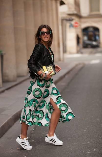 Alexandra Pereira: Casual Chic Street Style | シックファッション、黒のレザージャケット、トレーナー (21592)