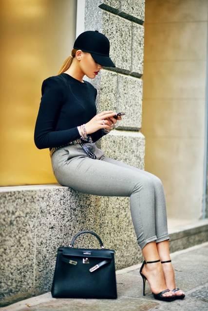 Kristina Bazan: 6 Stylish Winter Hats for Your Street Style | グレーのレディースファッションコーデ、エルメスのバッグ、スタイル (23741)
