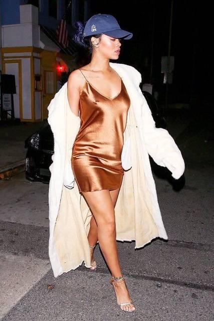 Rihanna dress & baseball cap | OhNANA - Rihanna | Pinterest | 野球、ドレス、リアーナ (23745)