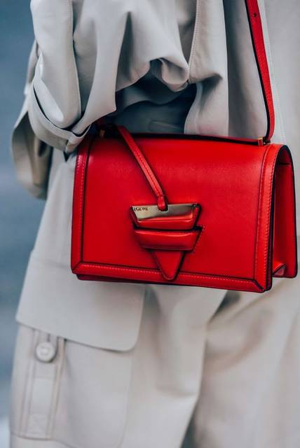 Nyfw Ss16 Street Style | 基本のバッグ アイデア、ジュエリー、ストリートシック (24714)
