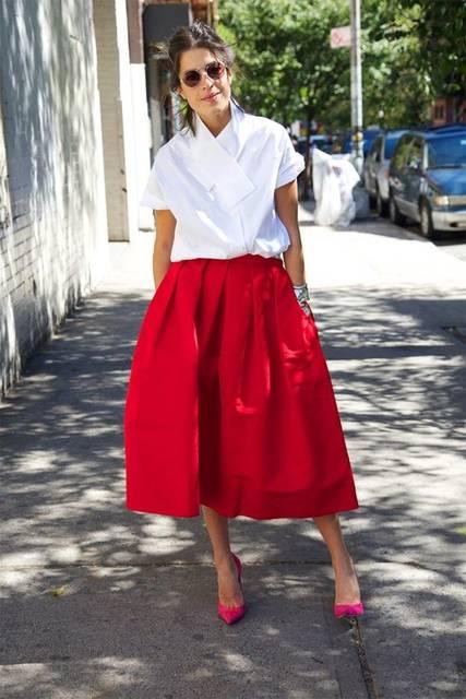 Test Driving This Season's Full Skirt | スタイル、シャツ、白いブラウスのアイデア (24723)