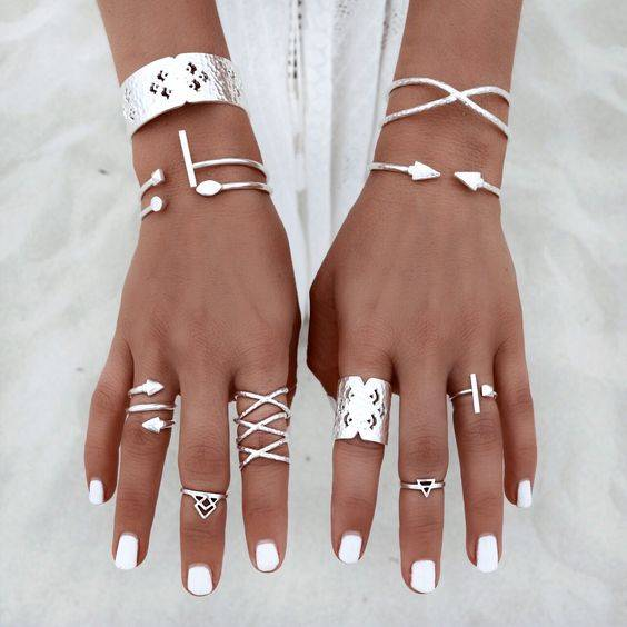 Love this! It makes me want #summer to come back around! I really want to join the #midi #ring trend! :) | boho | Pinterest | かわいい夏服コーデのアイデア、パンドラ、ミディリング (29304)