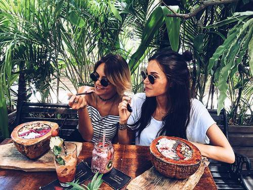 summer, food and friends image on We Heart It (30332)