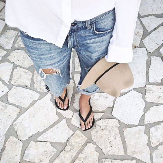 Its all about the flip flops by the beach, am I right?! Go browse to pick your fav color for your toes this summer on laurenbbeauty.com <3 | Pinterest | カラー、かわ… (30401)