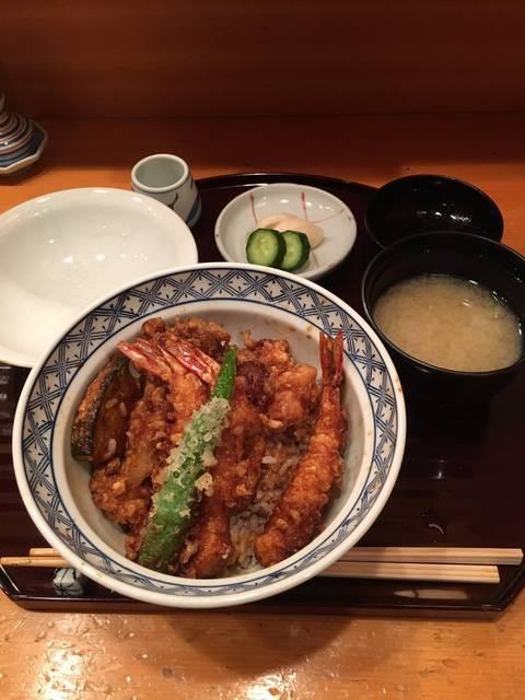 """Kei T on Twitter: """"銀座天あさで天丼。お昼はコスパよく食べれてありがたいです。この後は銀座をぶらぶら。買い物しやすい街ですね。 https://t.co/QG9gTyHSsv"""" (30550)"""