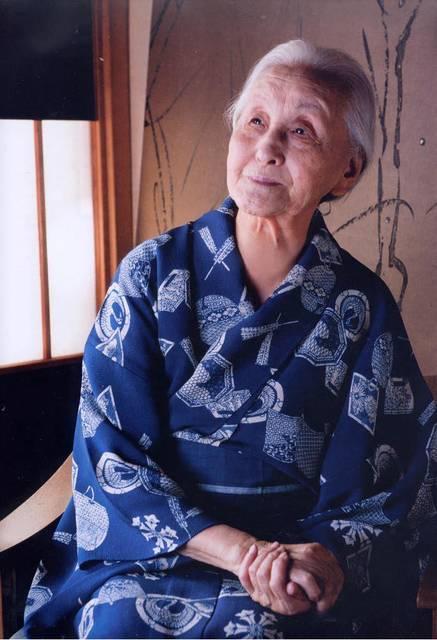 103歳の現役アーティスト 篠田桃紅さん その凛と背筋の伸びた生き方に憧れます | RENOTE [リノート] (31857)