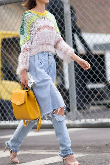 Street style from New York Fashion Week's SS17 shows. Your style takeout? Deconstructed jeans and loose knits go hand in hand | Pinterest | ニット (41429)