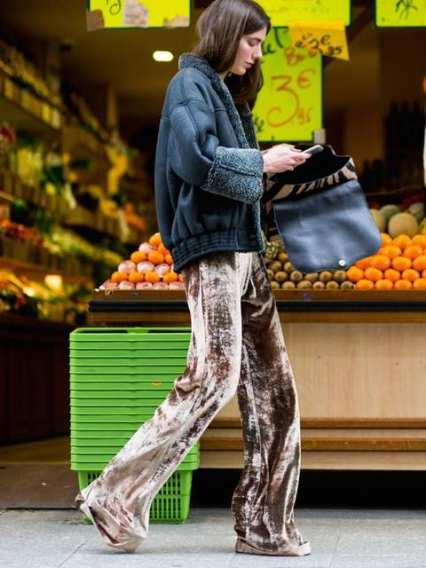 INSPIRATION   Team gold velvet flares with a shearling jacket for a day-appropriate contrast.   l o o k . b o o k   Pinterest   ファッションコーデ、ファッションアイデア、アイデア (46131)