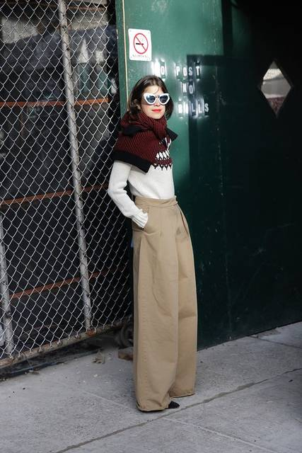 How to Wear a Sweater as a Scarf   ストリートファッション、ファッションアイデア、アイデア (46144)
