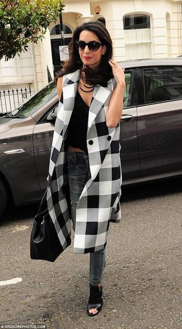 Amal Clooney dresses down in low-cut crop top and checked jacket | パンツ、ファッションアイデア、アイデア (46233)
