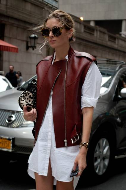 Reinventing the wheel…a shirtdress with an edgy leather jacket New York Streetstyle  Photo by Lordale Benosa | NYC STREETSTYLE | Pinterest | ファッションアイデア、草、お洒落 (46249)