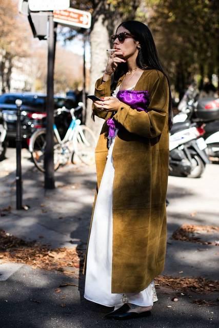 Street style à la Fashion Week printemps-été 2017 de Paris | La ファッション、レディース ファッション、シャンブレー (48458)