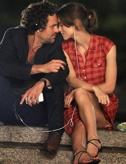 Begin Again. A date walking through the city listening to each other's… | Just Mark | Pinterest | キーラナイトレイ、映画、シネマ (48778)