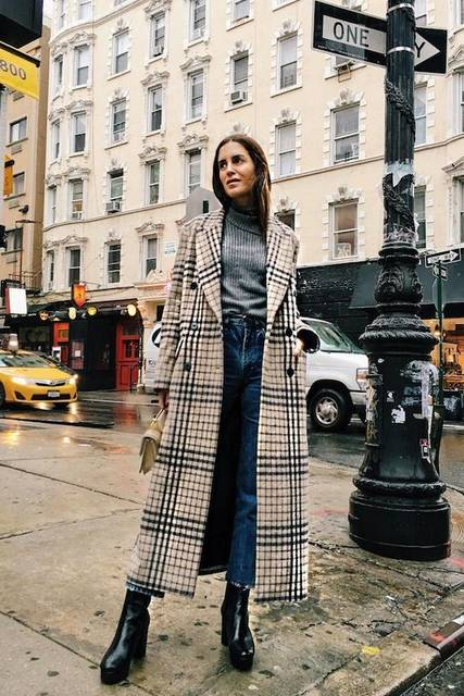 How A Top Blogger Wears A Long Checked Coat (Le Fashion) | Gala gonzalez, Platform ankle boots and Black platform (49731)
