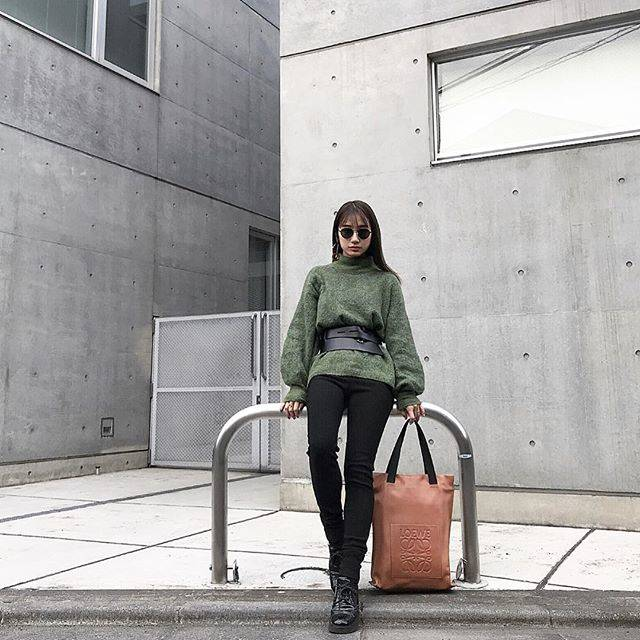 "Hedy (エディ) on Instagram: "".Hedy クリエイティブディレクター @icumioohama 着用商品↓LOEWE Anagram shopper.#hedy_japan #director #bag #loewe"" (52843)"