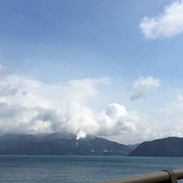 @i_midori - Instagram:「先日行った丹後半島への旅行から。 *  京都から福井まで車を走らせると、見えてきたのは若狭湾から臨む日本海の海。 *  ちょうど天気も良くなってきたところだったので、海がキレイでした〜✨ *  #旅行帰り #寄り道 #丹後半島 #福井 #若狭湾 #日本海 #海がキレイ…」 (52850)